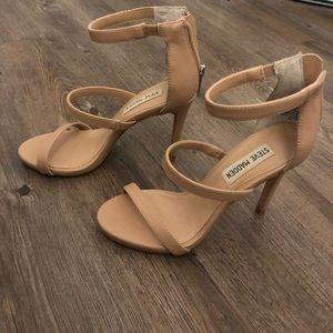Steve Madden Feelya Sandal- size 5.5